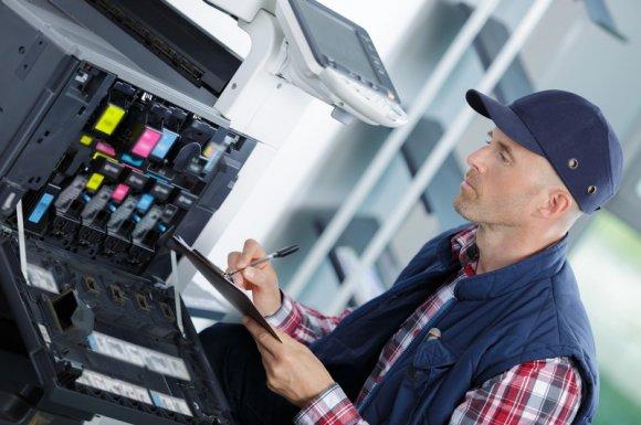 Équipe technique spécialiste de la maintenance de matériel bureautique à la Réunion